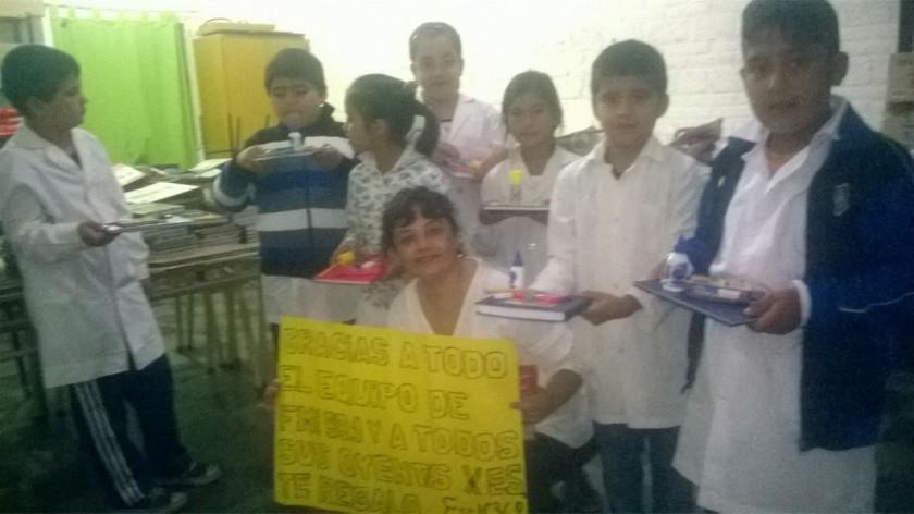 Los Alumnos de la Escuela Hilario Alsogaray recibieron sus útiles escolares!