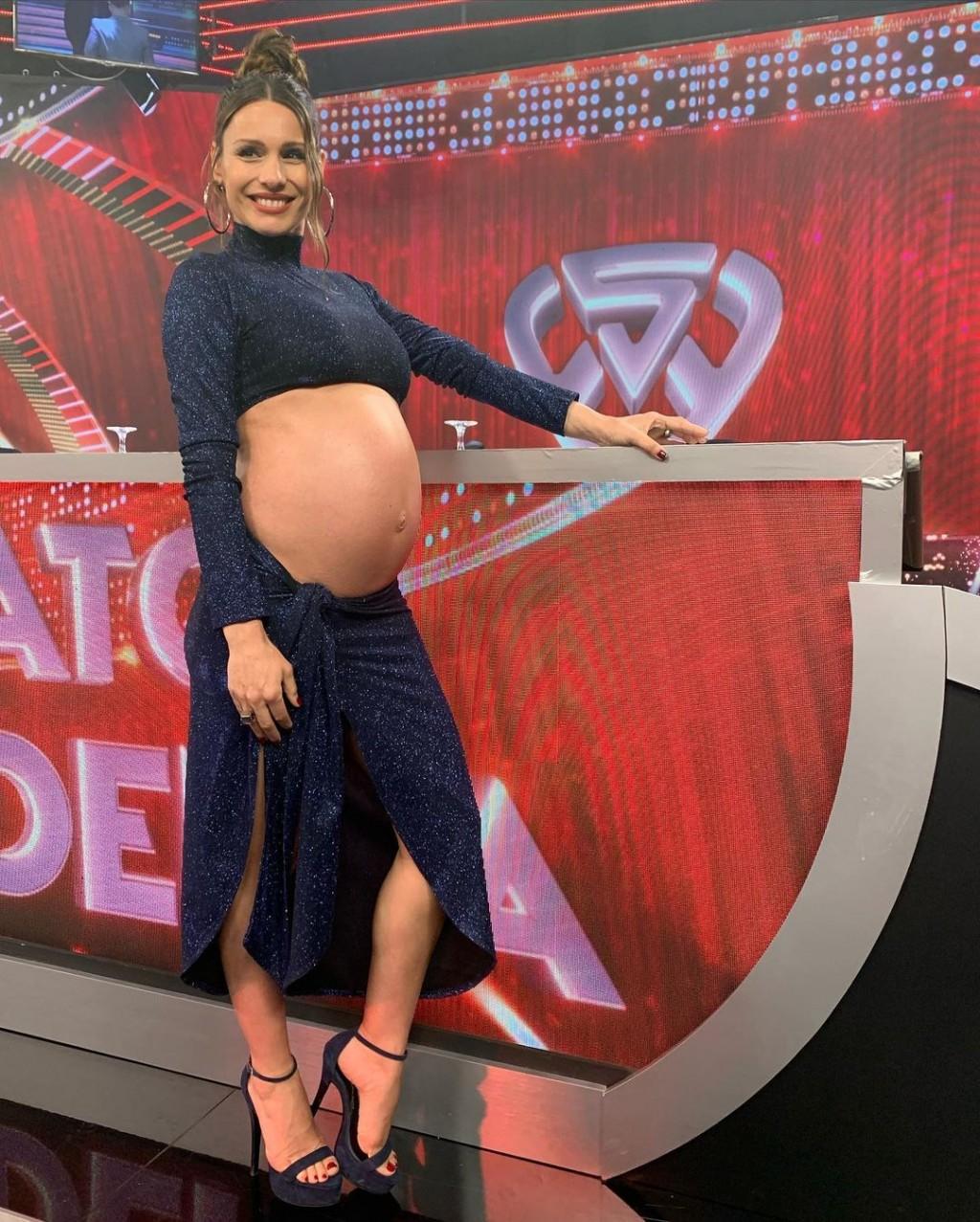 Pampita Ardohain a horas del nacimiento de su beba