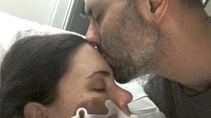 Su mujer murió días después de internarse. Él escribió una nota que conmovió a todo el hospital
