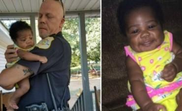"""Este policía salvó a una bebé de morir ahogada. Ahora, él es su padrino y la llama """"mi ángel"""""""
